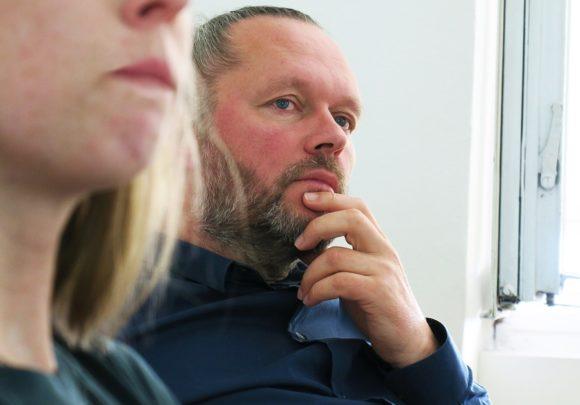 Xaver Egger beim Vortrag von 22quadrat im Büro von sehw architektur.