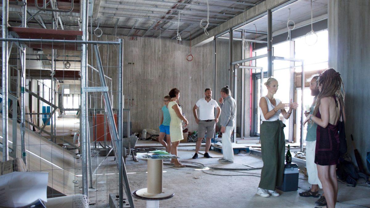 Baustellenbesichtigung der Grundschule am Jungfernsee, Potsdam, im Rahmen des Tags der Architektur 2019 in Berlin.