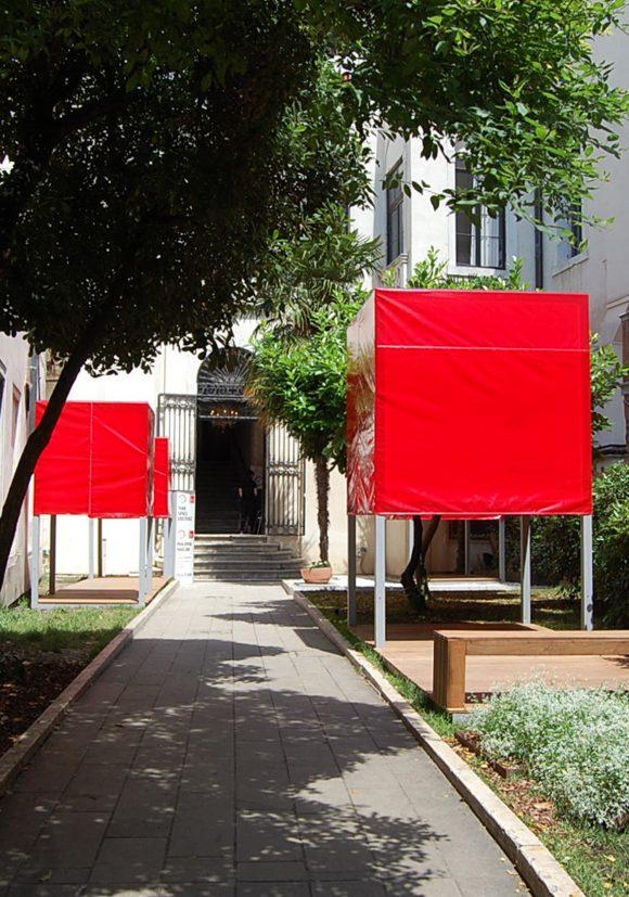 Eingang zum deutschen Pavillion auf der Biennale 2016 in Venedig.