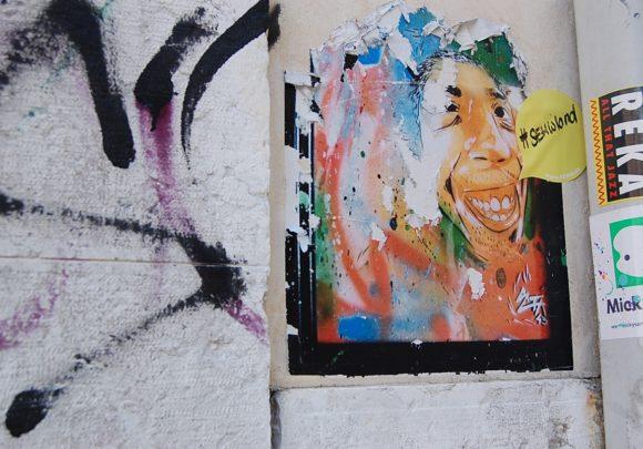 Sticker von sehwland auf den Straßen Venedigs, im Rahmen der Architektur Biennale 2016.