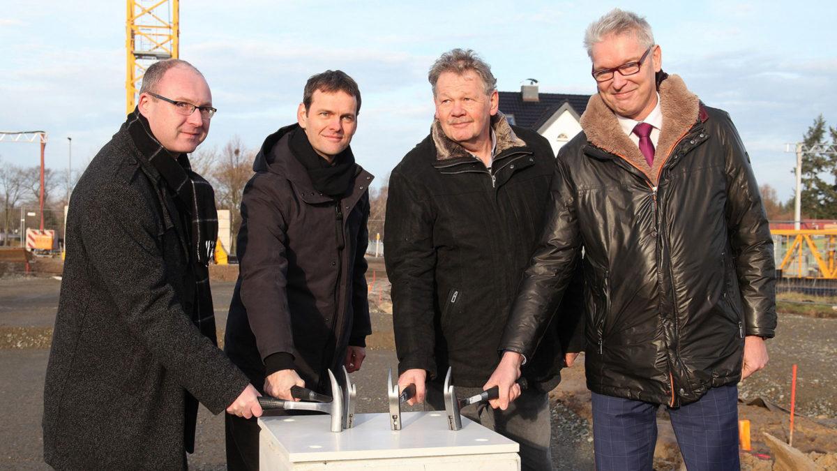 Henrik Rieger bei der Grundsteinlegung für den Neubau des Schulzentrum Döbern.