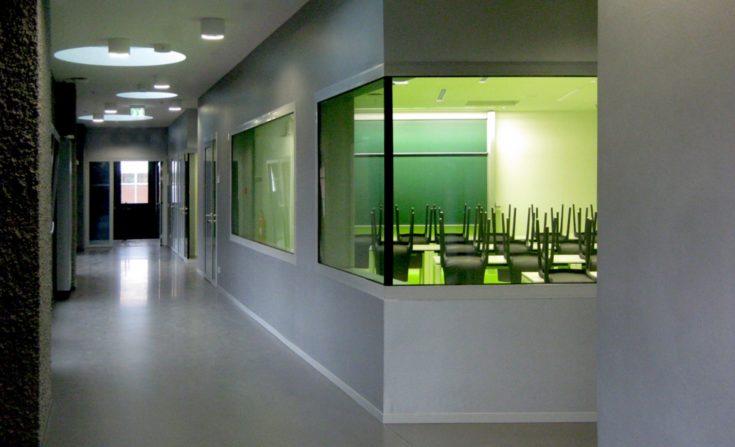 Erschließung der Seminarräumen mit Lichtkuppeln der technischen Hochschule Wildau, Halle 17.