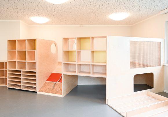 Spielbereich im Gruppenraum im Kindergarten Wirbelwind in Berlin.