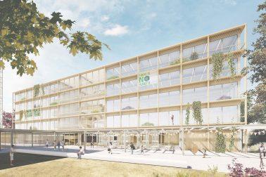 """Vorplatz und der fünfgeschossige Baukörper der Integrierten Sekundarschule """"Am Breiten Luch"""" in Berlin-Lichtenberg."""