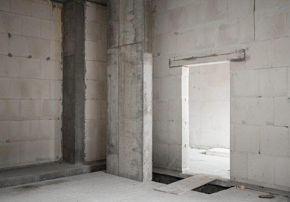 Ecke eines Raums auf der Baustelle des Wohnhauses in Alt-Reinickendorf 54 Berlin.