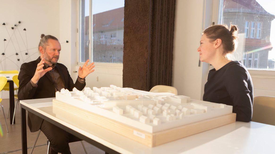 Xaver Egger, Geschäftsführender Gesellschafter von sehw architektur im Gespräch mit Susanne Boss.