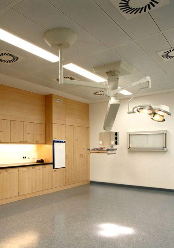 Behandlungsraum des Chirurgisch orientiertes Zentrum der Charité in Berlin.