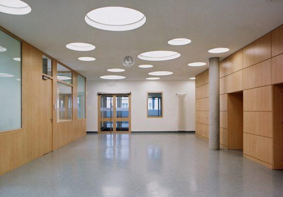 Foyer des Chirurgisch orientiertes Zentrum der Charité in Berlin.