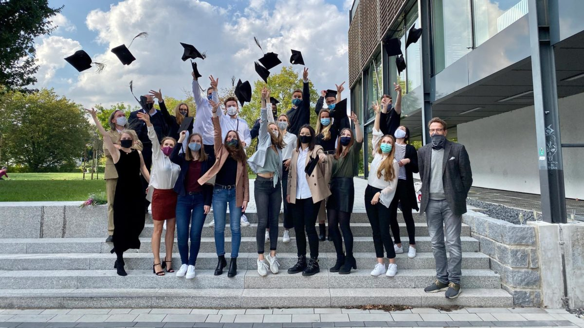 Gruppenfoto von Studierenden der Hochschule Bochum mit Prof. Xaver Egger.