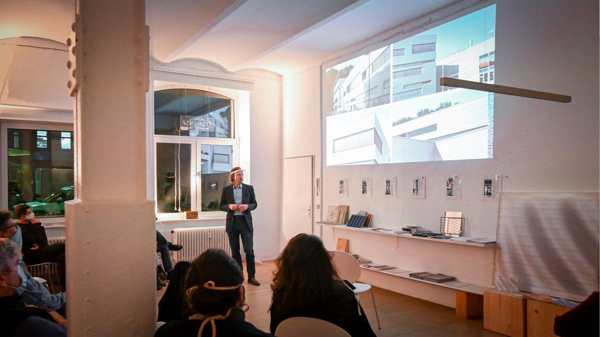 Xaver Egger hält einen Vortrag auf der Veranstaltung
