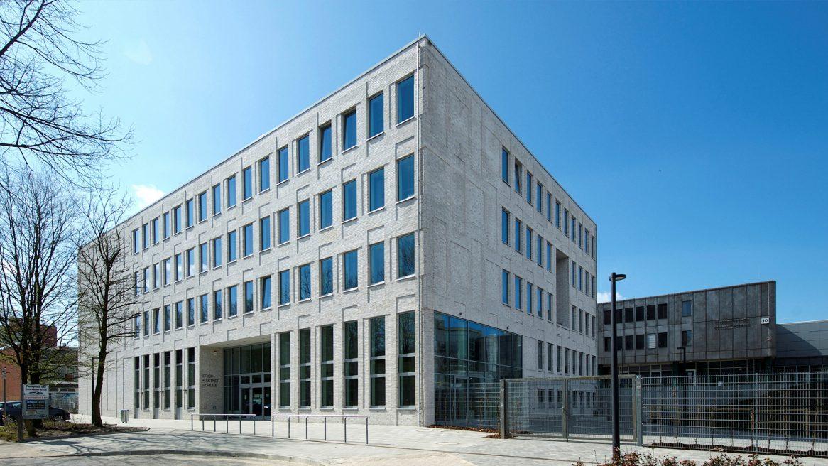 Vorplatz der Erich-Kästner-Schule in Hamburg.