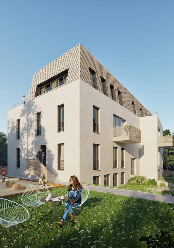 Gemeinschaftsgarten mit Blick auf das weiße Wohnhaus mit hölzerner Dacheindeckung, errichtet in Holzsystembauweise, in Berlin Zehlendorf.