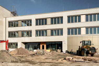 Außenaufnahme der Baustelle der Gustav-Heinemann-Gesamtschule in Essen.
