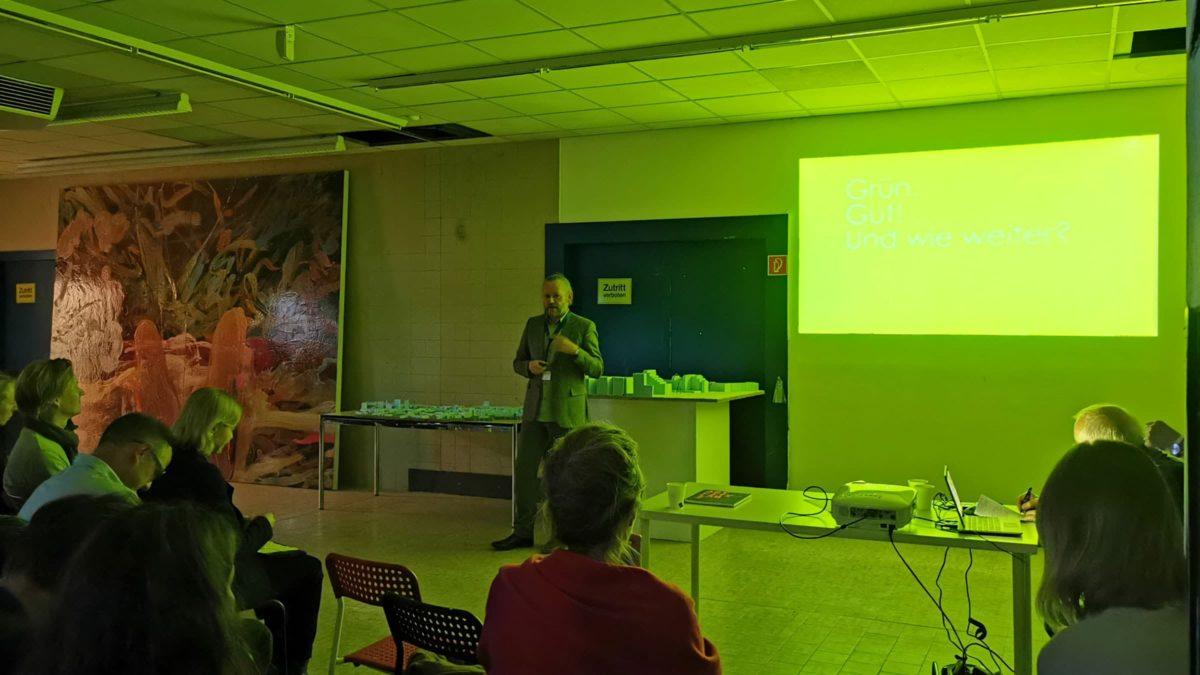 Prof. Xaver Egger beim Vortrag für den Kulturkreis der deutschen Wirtschaft.