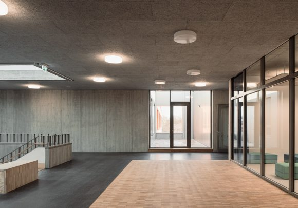 Zentrale Halle im Obergeschoss der Grundschule am Jungfernsee, Potsam.