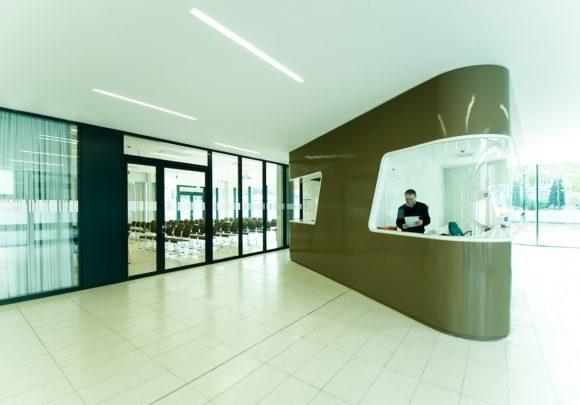 Eingangsbereich mit Empfang des Fraunhofer Institut für sichere Informationstechnologie SIT in Darmstadt.