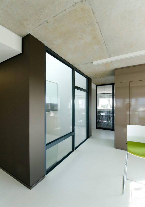 offene Kommunikationszone im Bürogeschoss des Fraunhofer Institut für sichere Informationstechnologie SIT in Darmstadt.