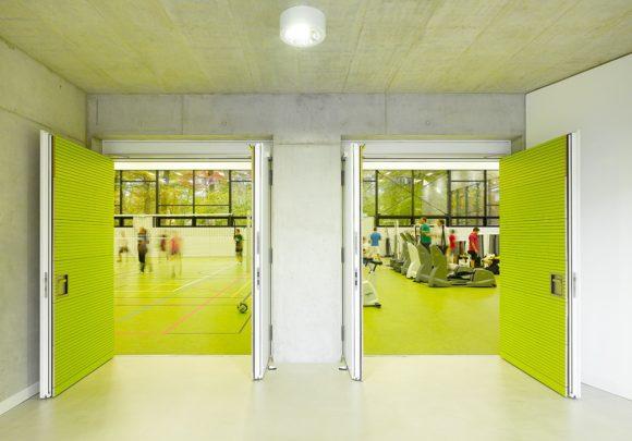 Eingang zur Sporthalle des Erweiterung des Instituts für Sportwissenschaften des Karlsruher Institus für Technologie in Karlsruhe.