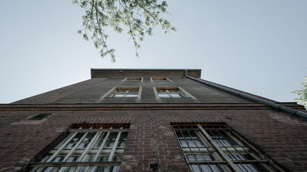 Fassade der Kurt-Tucholsky-Grundschule in Berlin.