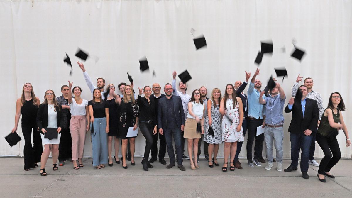 Gruppenfoto der Masterverleihung 2018 mit Prof. Xaver Egger.
