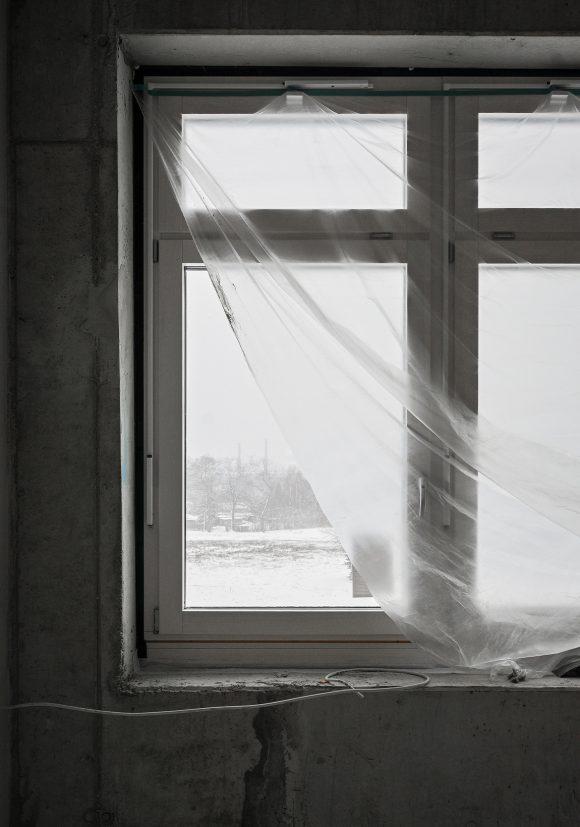 Fensterdetail auf der Baustelle des Inklusiven Schulzentrums in Döbern.