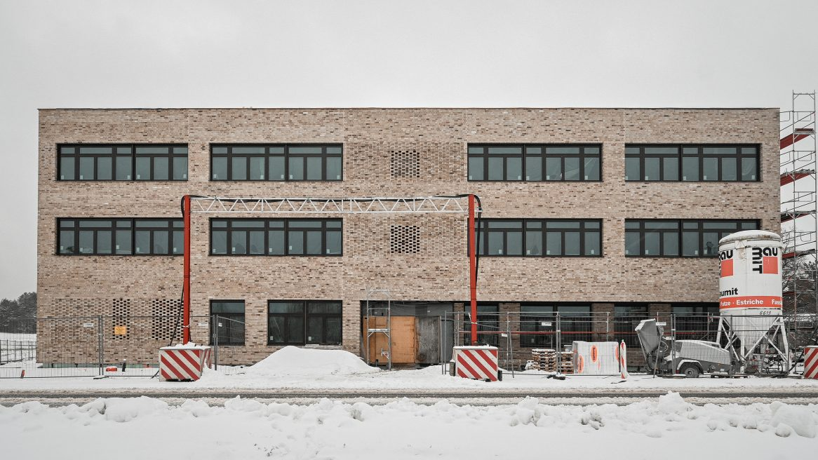 Außenaufnahme der Baustelle des Inklusiven Schulzentrums in Döbern.
