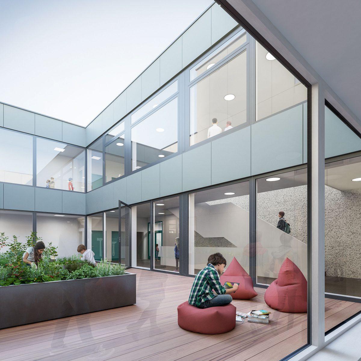Innenhof mit Urban Gardening, Sitzgelegenheiten und der blauen Eternitfassade des Erweiterungsbaus, Schulzentrum Döbern.
