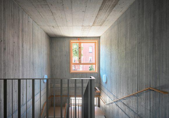 Ein Treppenhaus in der Grundschule am Jungfernsee.