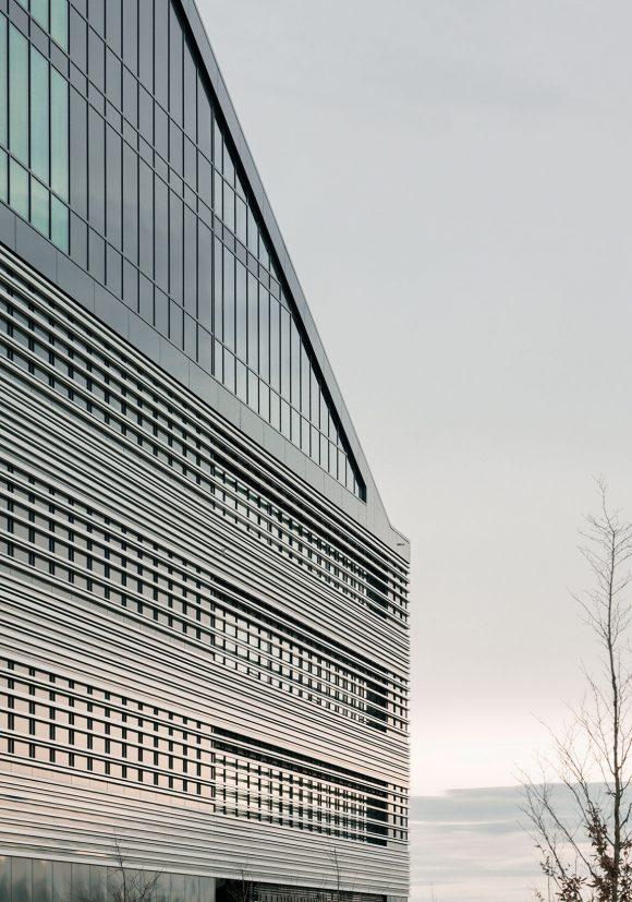 Straßenfassade des Verwaltungsgebäudes für die Leitwerk GmbH in Augsburg.