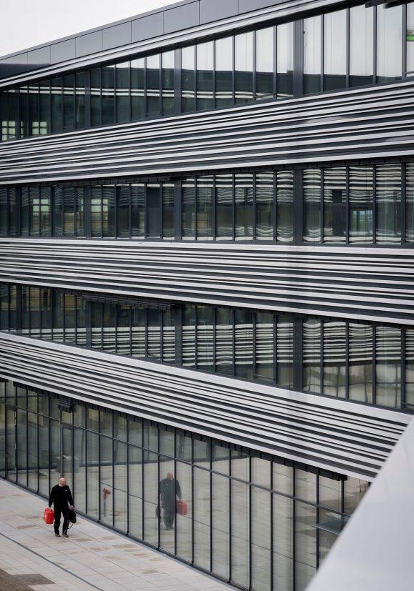 Blick vom Obereschgoss auf den Innenhof des Verwaltungsgebäudes für die Leitwerk GmbH in Augsburg.