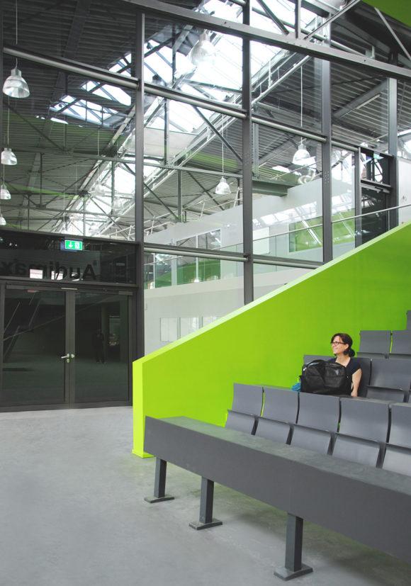 Audimax des Hörsaalzentrums, Halle 17, der Technischen Hochschule Wildau.